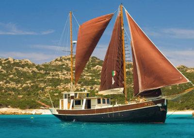 Poseidon Charter | Veliero Pulcinella