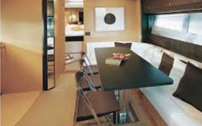 Charter Riviera 4000 off-shore